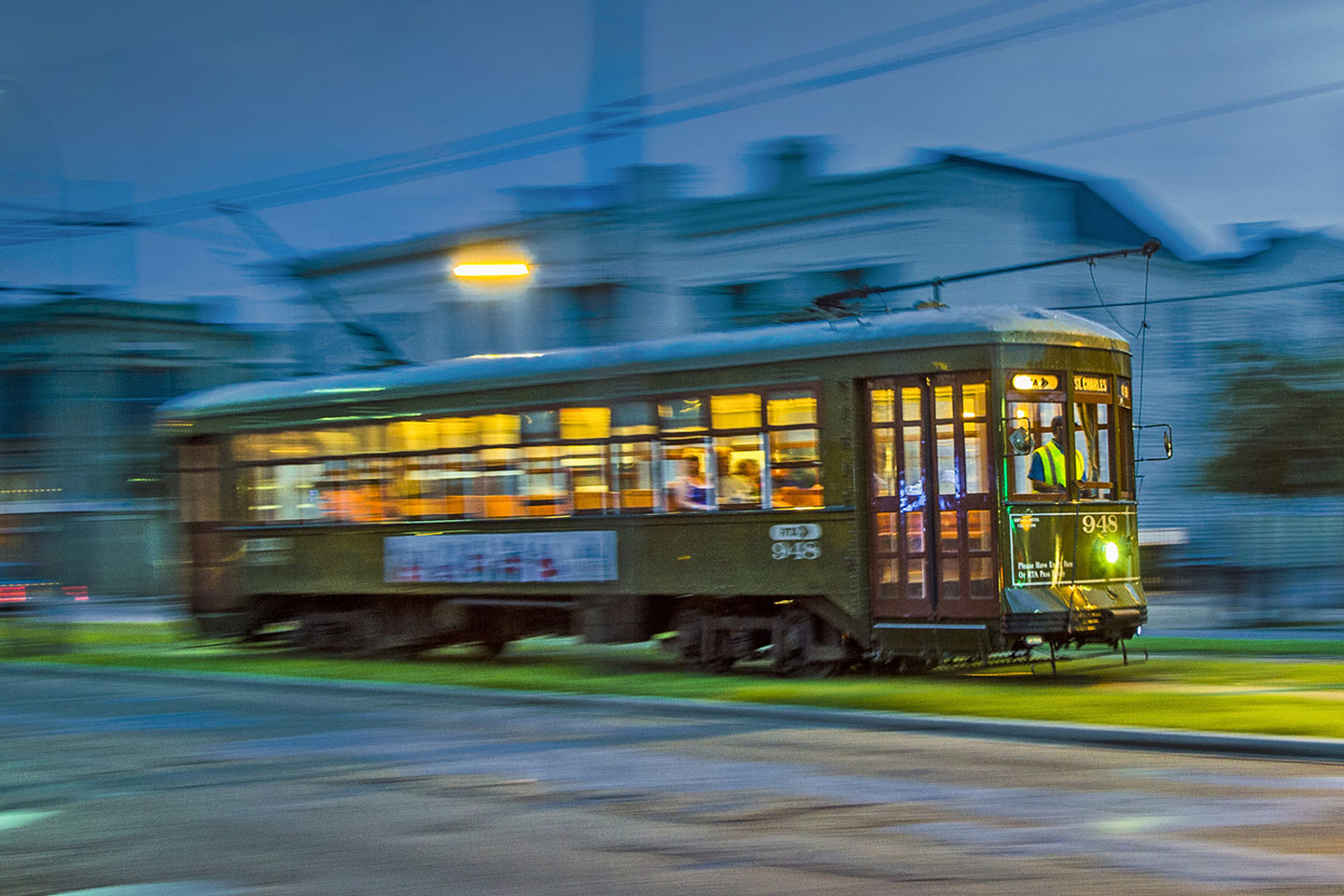 Great Wedding Ideas: Take a Trolley to Your Reception
