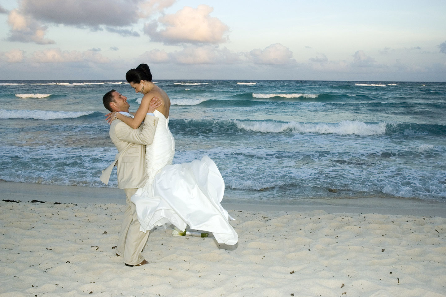 Tips for Beach Weddings: Picking Your Beach
